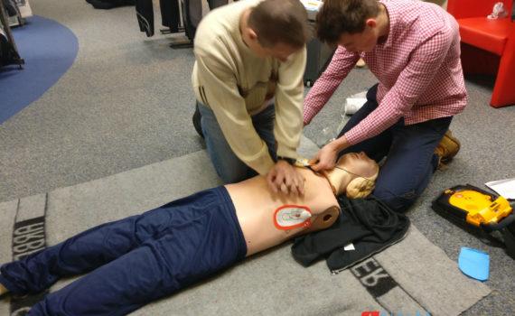 React Right - CPR Training mit Defi & Beatmungsbeutel
